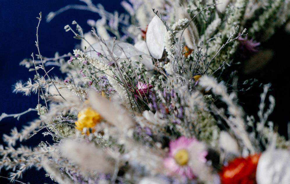 Uitvaartbloemist Marjolijn Vliek is mijn vaste aanspreekpersoon wanneer een familie bijzondere bloemen wilt tijdens hun uitvaart. Marjolijn werkt op een vernieuwende, moderne en duurzame manier iets wat ik enorm waardeer.