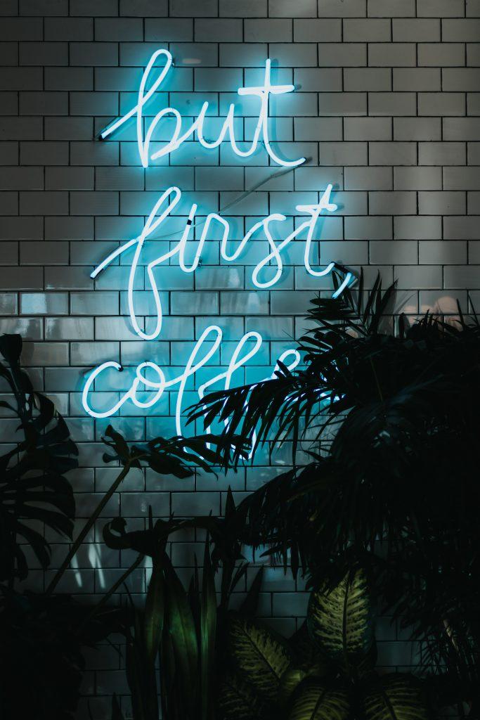 Tijdens een koffie pauze kan ik je informeren over de mogelijkheden voor tijdens een uitvaart